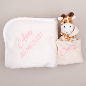 Baby's giraffe comforter & white fleece blanket embroidered in pink with the name Ava