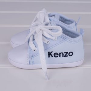 Light blue baby shoes for boys personalised with the name Kenzo